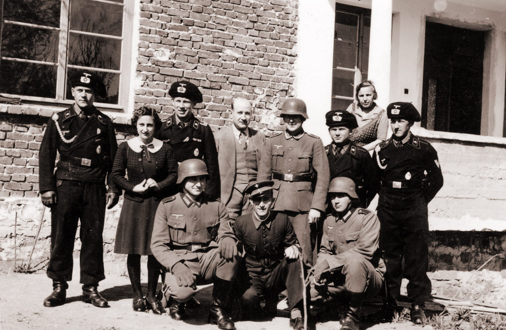 Болгарский офицер и экипаж танкетки